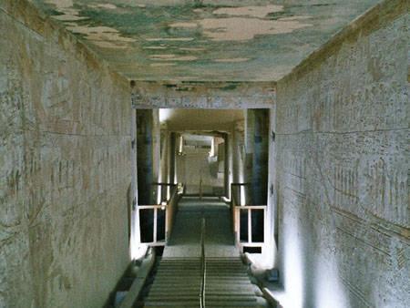 Коридор в гробнице KV34 фараона Тутмоса III