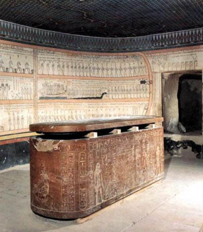 Саркофаг Тутмоса III из усыпальницы гробницы KV34